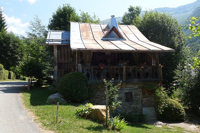 Prix m2 St Jean de Maurienne : investir, vendre, acheter en Savoie (73)
